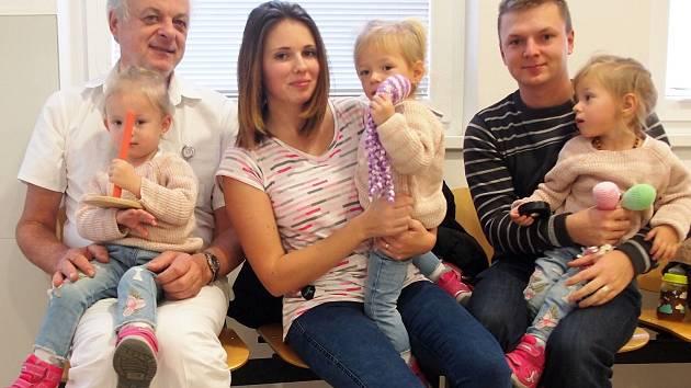 Tři holčičky Sofie, Valérie a Nela z Králova Dvora se narodily v pondělí 8. června 2015. Letos v prosinci tak bylo holčičkám dva a půl roku.