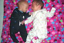 NAŠE DALŠÍ DĚTI LÁSKY, dvojčátka Bohumil a Eva, se nám, Katce a Michalu Sabou narodila 13. února 2017. Evička vážila po narození 1,94 kg a měřila 42 cm. Bohoušek vážil 1,41 kg a měřil 40 cm. Doma v Berouně se na sourozence těší Julinka (4).