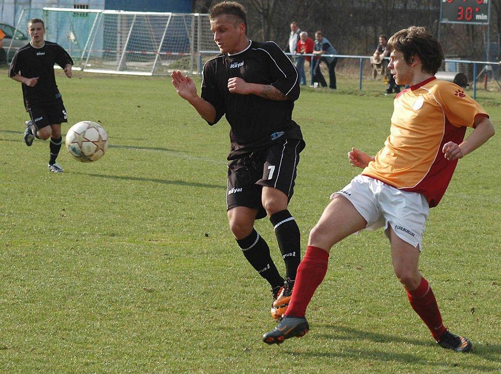Divizní fotbalisté Hořovicka porazili druhé Strakonice 1:0.