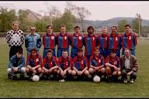 Rudá hvězda Beroun se po revoluci přejmenovala na SKP Beroun.  Hráči klubu se představují na archivním snímku z roku 1997. SKP  Beroun už v soutěžích nehledejte, když se po spojil s Eternitkou  do klubu SK Cembrit Beroun-Závodí.