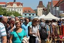 Berounské hrnčířské trhy nabídly návštěvníkům hned 280 stánků s výrobky, občertstvení i hudbu.