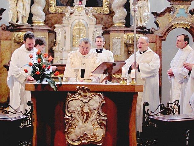 Kardinál Dominik Duka celebroval mši v Berouně