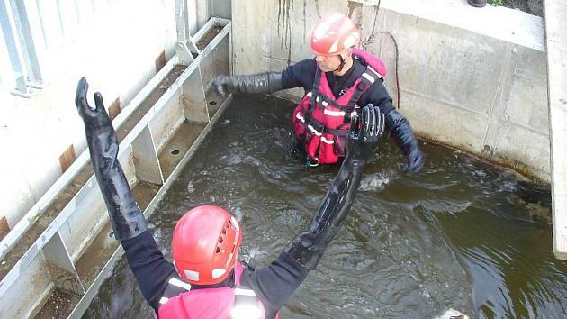 V náhonu u rybího přechodu byla utonulá žena