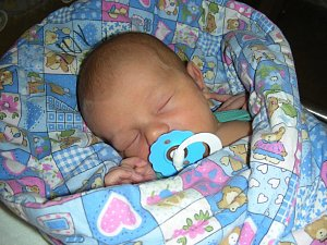 PŘESNĚ na termín, 3. května 2018 se narodil Jan Bartoloměj Ranný. Honzíkovi sestřičky na porodním sále navážily 3,50 kg. Šťastní rodiče si prvorozeného syna odvezli domů do Prahy.