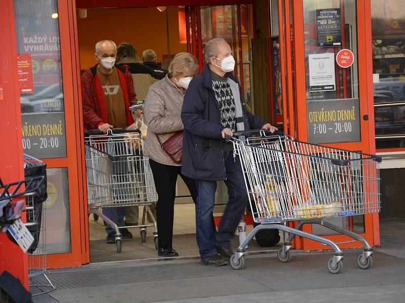 Povinné nošení respirátorů na veřejných místech či v obchodech v Berouně.