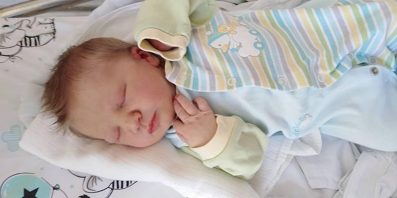 Oliver Straka přišel na svět 3. června 2021 ve 4. 18 hodin v čáslavské porodnici. Vážil 3750 gramů a měřil 50 centimetrů. Doma v Praze se z něj těší maminka Monika a tatínek Ondřej.