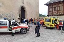 Na hradě Karlštejn zkolabovala turistka