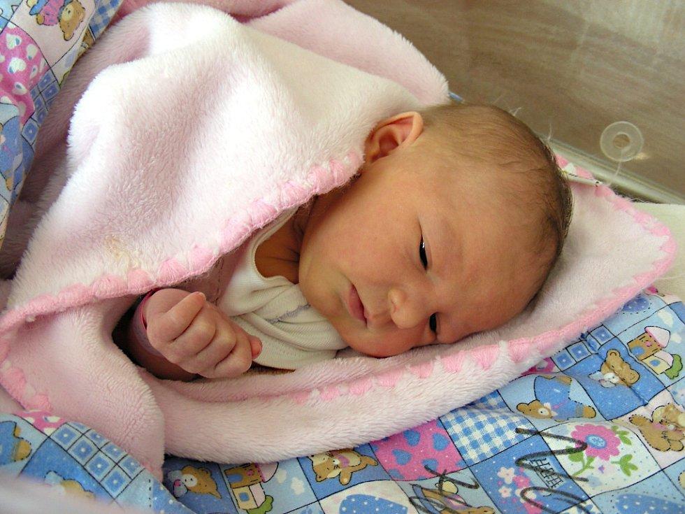 ELIŠKA, takové jméno dostala dcerka manželů Terezy a Tomáše Proškových z Hořovic. Holčička se rozhodla přijít na svět v pátek 16. března 2018 s váhou 3,37 kg a mírou 49 cm. Eliška bude vyrůstat s o dva roky starším bratříčkem Matýskem.