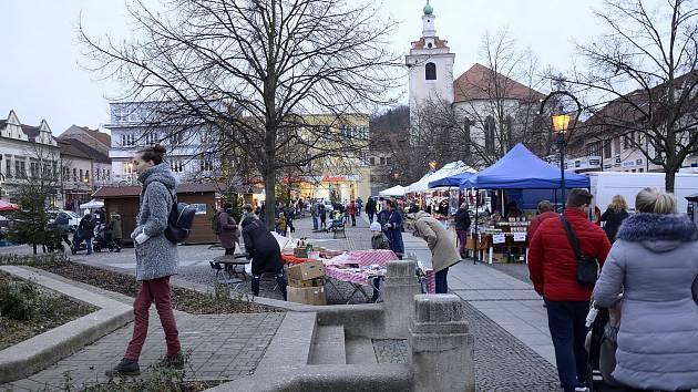 Vánoční trhy na Husově náměstí.