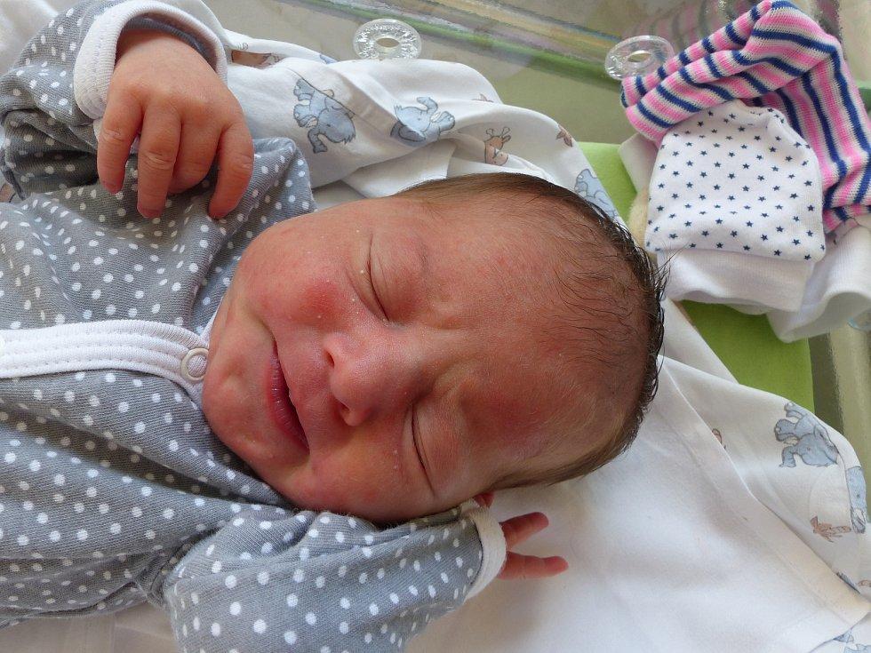 Ema Sahulová se narodila 23. července 2021 v kolínské porodnici,  vážila 3780 g a měřila 50 cm. V Českém Brodě se z ní těší sourozenci Bára (18), Sofie (15), Venda (10) a rodiče Jana a Martin.