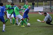 Rozdílovým vítězným gólem se ukázal zásah Michala Kroupy z 55. minuty (na snímku), kdy se českokrumlovský středopolař nejlépe zorientoval v závaru po rohovém kopu a zblízka překonal hořovického brankáře Davida Hejcmana.