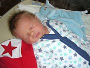 MICHAEL Antonín Hošek se narodil 8. listopadu 2017, vážil 3,23 kg, měřil 50 cm a je druhým synem manželů Lucie a Josefa z Tmaně. Míšu bude dětským světem provázet o dvacet měsíců starší bráška Vojtíšek Josef.