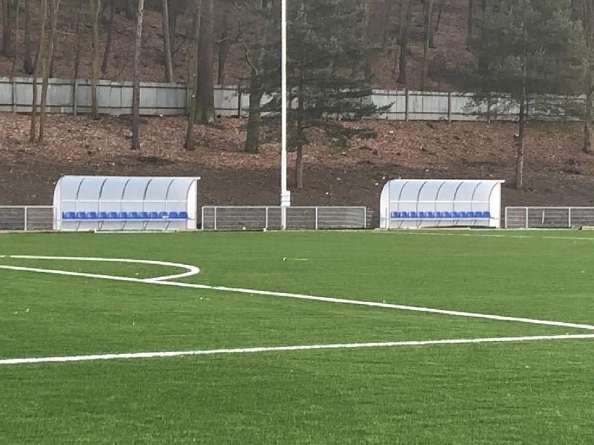 Nové hřiště s umělou trávou v Hořovicích.