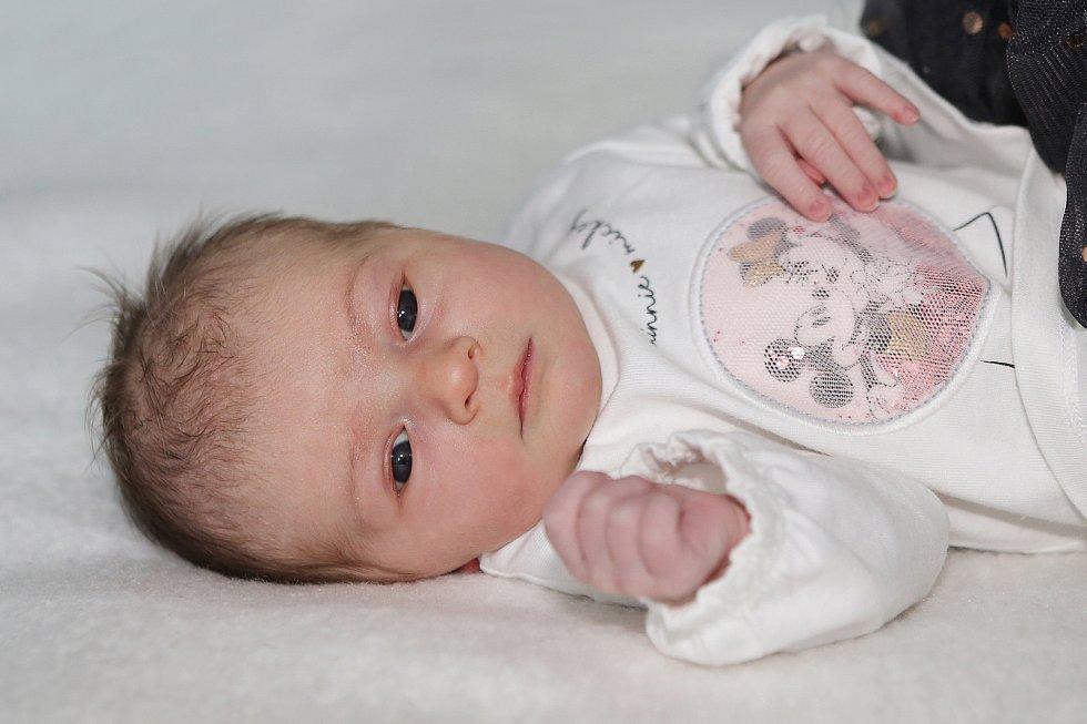 Laura Krejčová se narodila 25. května 2021 v Příbrami. Vážila 2890 g a měřila 49 cm. Doma v Obděnicích ji přivítali maminka Darina a tatínek František.