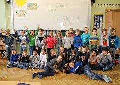 Žáci I. A Základní školy Loděnice s třídní učitelkou Pavlou Fantovou.