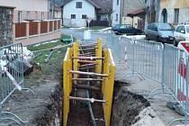 Výstavba kanalizace a vodovodu ve Bzové