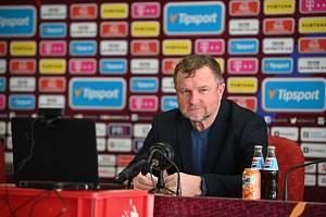 Pavel Vrba na první tiskovce Sparty.