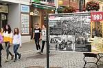 Ze slavnostního zahájení výstavy 'Vzpomínky na Sametovou revoluci' v Galerii Pěší zóna v Palackého ulici v Berouně.