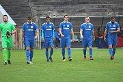 Fotbalisté Hořovicka (v modrém) svůj jarní triumf nezopakovali.