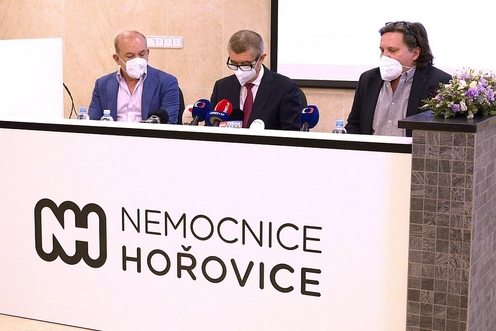 Zleva: Majitel holdingu Akeso Sotirios Zavalianis, premiér Andrej Babiš a ředitel hořovické nemocnice Michal Průša.