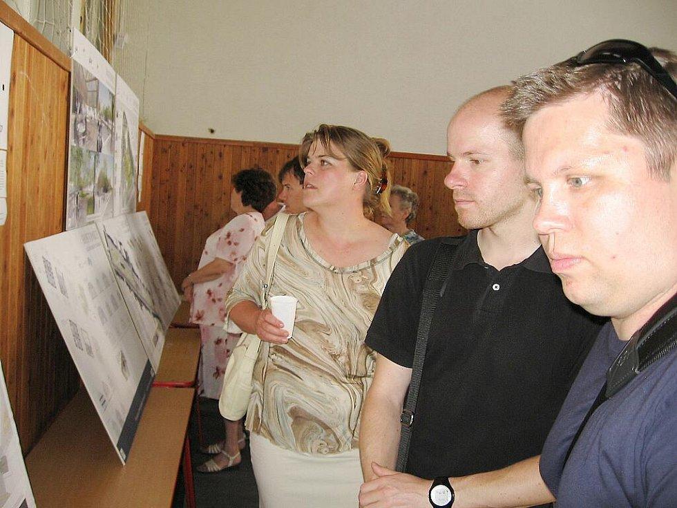 Vernisáž zahájila v Hostomicích výstavu architektů