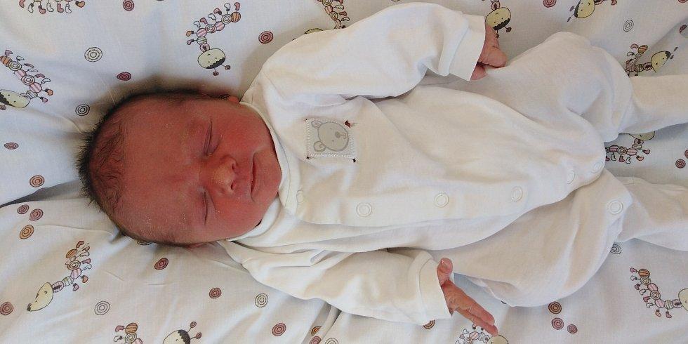Jakub Luňák se poprvé rozkřičel 31. května 2021 v 0. 22 hodin v čáslavské porodnici. Vážil 2990 gramů a měřil 48 centimetrů. Doma v Čáslavi se z něj těší maminka Ilona a tatínek Tomáš.