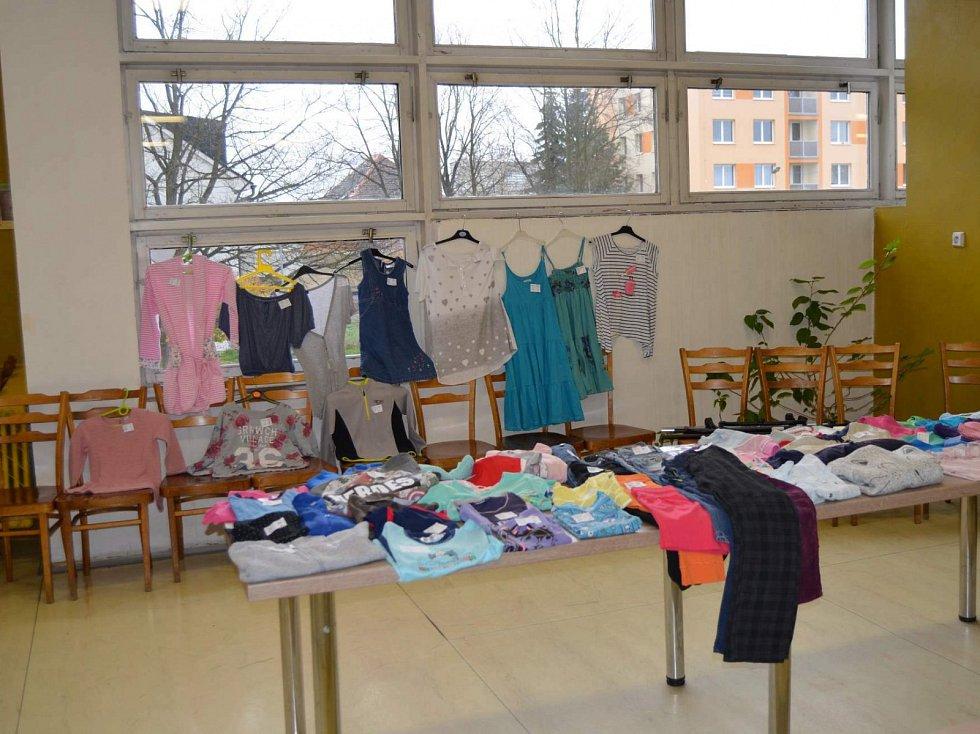 Ve školní jídelně Základní školy J. A. Komenského v Novém Strašecí  se v sobotu uskutečnil šestý ročník dětského a dámského bazaru.