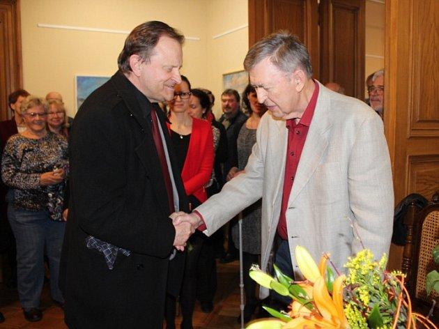 V Městské galerii Beroun je nová výstava. Své obrazy zde vystavuje známý berounský výtvarník Karel Souček.