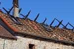 Požár na ranči v Málkově řádil hlavně v půdních prostorách a na střeše.