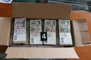 Machinace s dotacemi za více než čtvrt miliardy, hlásí policie