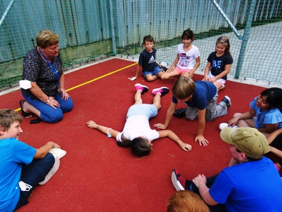 Den první pomoci ve školní družině v závodí.