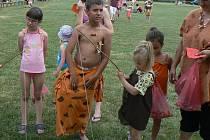 Děti ve Svinařích čeká na kurtech pravěký dětský den. Ilustrační foto.