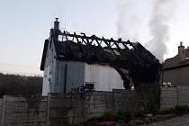 Vyhořelý dům v Rovině.
