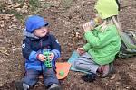 Lesní mateřská škola Studánka v Trubské: svačina v lese.