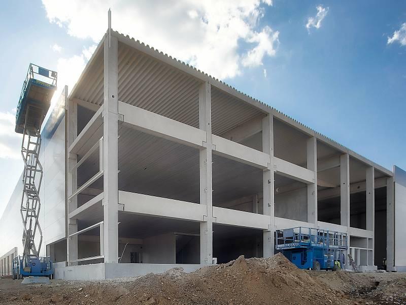 Výrobce stavebních strojů Doosan Bobcat otevře u Zdic novou skladovací halu.