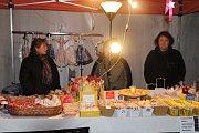 V Králově Dvoře přišly v sobotu do areálu místního zámku oslavit příchod adventu stovky lidí.