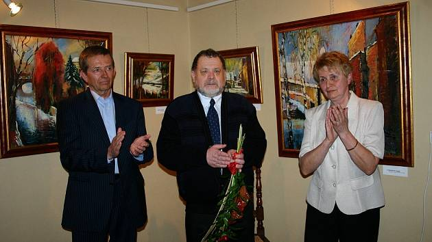 Vernisáž výstavy obrazů Viktora Korčeka Krajiny mého života ozdobil hrou na piano Jindřich Marek a svým lidským proslovem jeho dlouholetý přítel Vladimír Mulač.