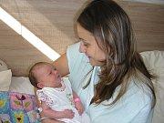PRVOROZENÉ štěstí, dceru Elišku chová v náručí maminka Veronika Sečová. Eliška prvně pohlédla na svět 20. srpna 2017 v hořovické porodnici, vážila 3,57 kg a měřila 49 cm. Tatínek Tomáš Lukeš si partnerku a dcerku odvezl domů do Mirošova.