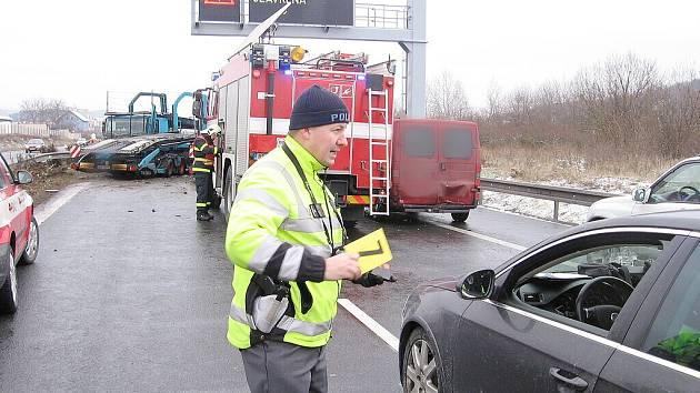 Nehoda uzavřela D5 u Berouna