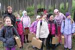 Školáci z Hořovic a Komárova prošli les s lesníkem