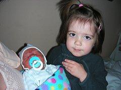 Velkou radost má Eliška (2 r. 9 měs.) z Třenice, ke které přibyl 18. listopadu bratříček Tomáš. Tomášek se narodil rodičům Radce Hubingerové a Jiřímu Polákovi 18. listopadu. Chlapečkovy porodní míry byly rovné 3 kg a 46 cm.