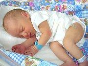 SAMUEL Ježek spatřil prvně světlo světa 1. července 2017 a je celý tatínek. Samíkovi sestřičky na porodním sále navážily 3,20 kg a naměřily 47 cm. Šťastní rodiče Martina Dlapová a Roman Ježek si synka odvezli z porodnice domů do Mlečic.
