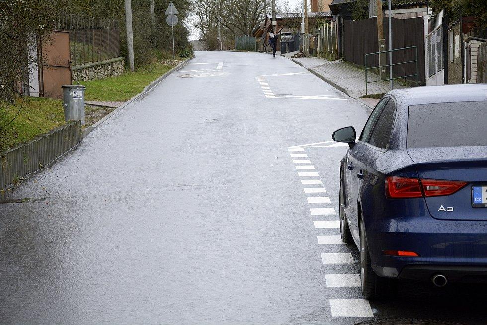 Nové dopravní řešení v ulici Na Veselou.