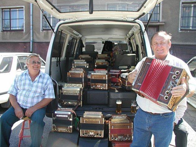 Návštěvníci Hořovické heligonky si poslechnou pěknou muziku a pokochají se krásou heligónek.