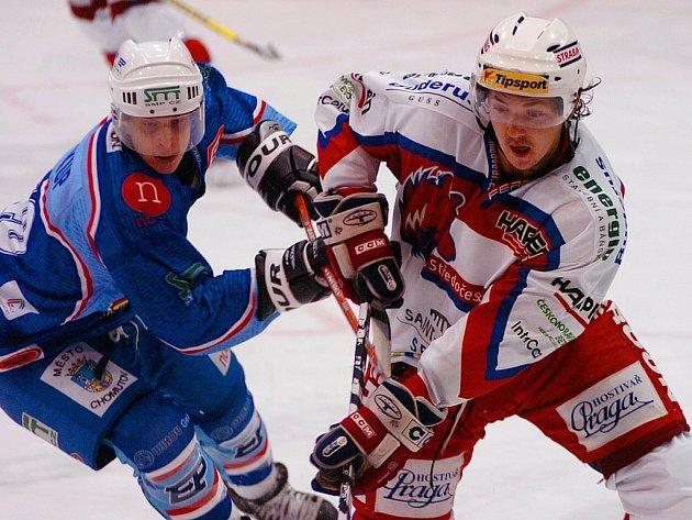 Berounský obránce Martin Čížek (vpravo) byl v uplynulé sezoně nejproduktivnějším bekem  v týmu.