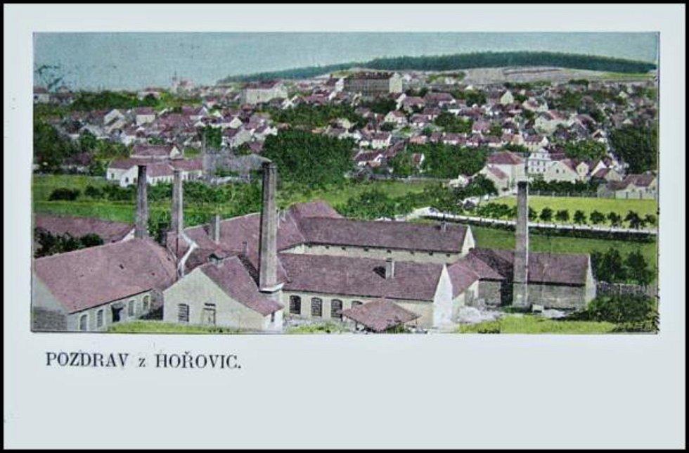 Pohlednice s vyobrazením Hořovic pocházející zhruba z přelomu 19. a 20. století.