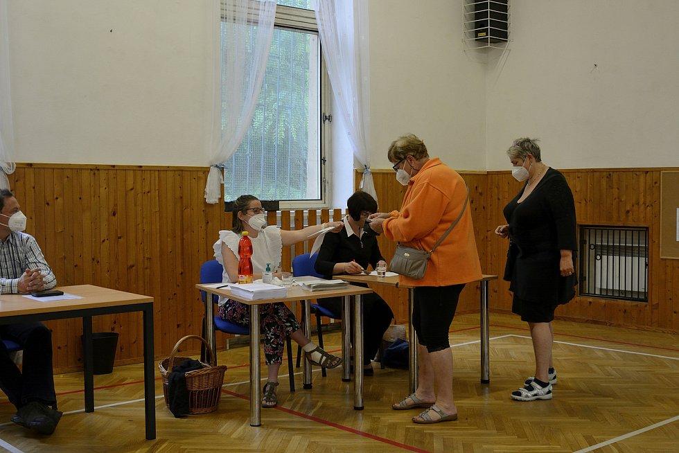 Z referenda ohledně pozemků v Srbsku u Karlštejna.