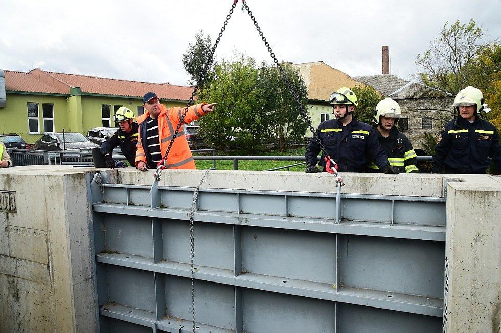 Z nácviku protipovodňových opatření v Berouně.
