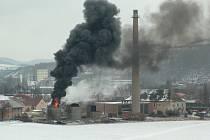 V Královo dvoře hořela nádrž v areálu bývalé čerpací stanice.