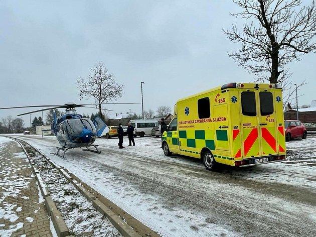 Vrtulník transportoval zraněného dělníka zNučic do motolské nemocnice.
